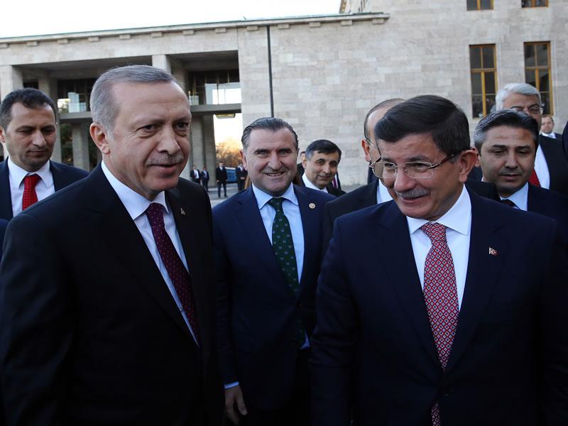 Ahmet DAVUTOĞLU'na Hükümet Kurma Görevi Verildi