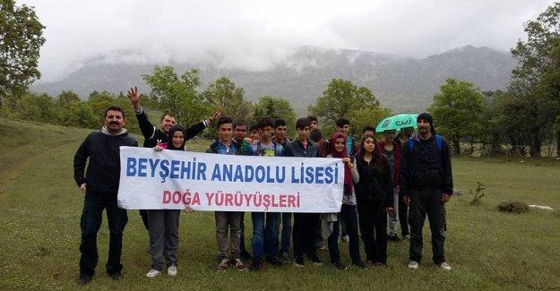 Lise Öğrencileri Mağaralar Diyarı Derebucak'ı Gezdi