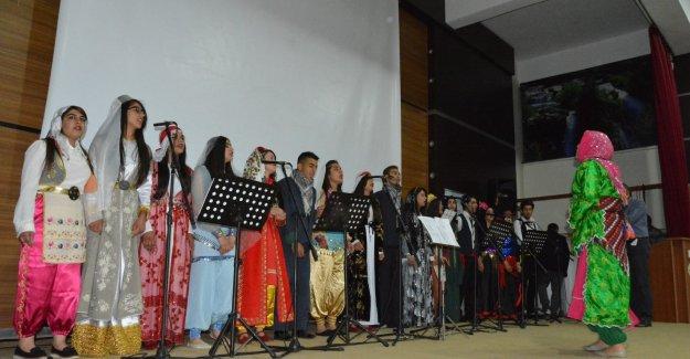 Siirt'te 33 Dil ve Lehçe İle Muhteşem Bir Konser Verildi