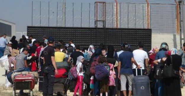 Türkiye'ye Sığınan Suriyeliler Evlerine Dönüyor