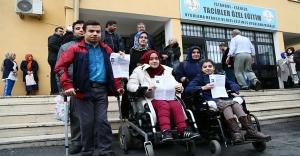 Engelli Öğrenciler YGS'ye Özel Araçlarla Götürüldü