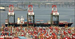 Dış Ticaret Açığı Nisan'da %16 Azaldı