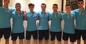 Galatasaraylı Genç Futbolcular A Takıma Çıkamadan U19 Takımına Düştü
